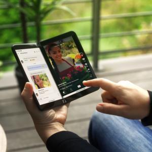 Surface Duo 2、日本国内で2022年初頭に発売予定?公式サイトに表記。