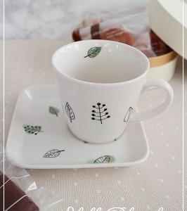【生徒さま作品紹介】はじめてのポーセリンアートはとても可愛いカップ&ソーサー