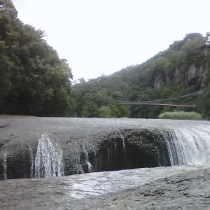 8月15日東洋のナイアガラ吹割の滝