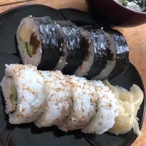 差し入れの寿司と昼食