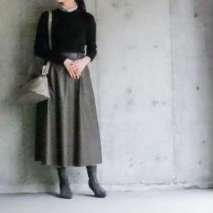 GUで遂にこのクオリティ!流行りのエコレザースカート