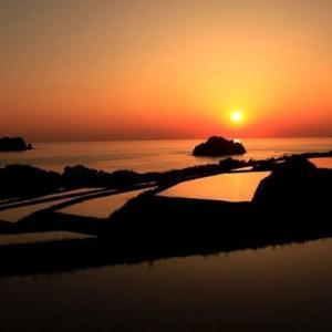 海と夕日と木与の棚田