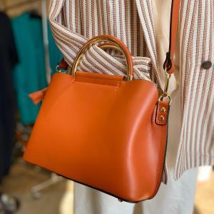 ミカン色が可愛いレザーバッグ