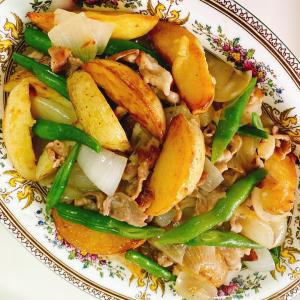 今日はインゲン豆の日★豚バラポテトの白ワインソテー