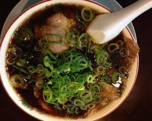 新福菜館(京橋ランチブログ)黒いラーメン、黒いチャーハン