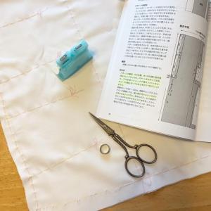 スカートを作る。きりじつけをする。