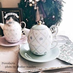 ダイヤ模様と色盛り小花の『ティーフォーワン』