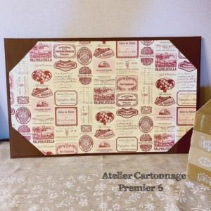 アンティークラベル柄紙の『デスクマット』&少量で満足・濃厚チョコレートムース