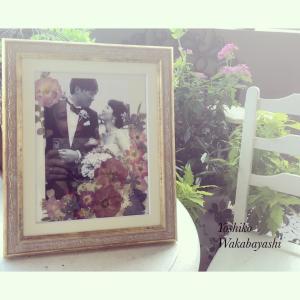 モノクロームのお写真を活かす押し花を提案