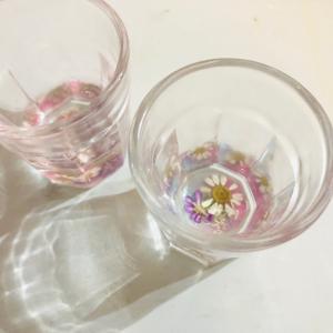 【動画レッスン】レジンつくる可愛いお花のグラスの作り方!!お家飲みのおともにどうぞ