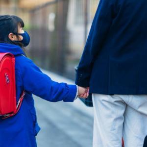 娘の付添登校「お願いだから1人で学校行って!」
