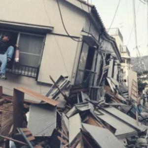 もしも、地震でドア枠が歪み開かなくなったら・・・どうしましょ?