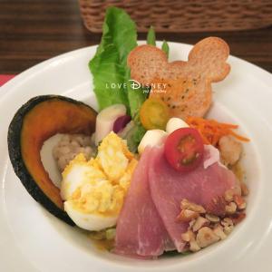 東京ディズニーランドでお酒解禁!ワインとお肉を楽しめる「ザ・ダイヤモンドホースシュー」紹介