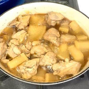 ルクルーゼで晩ご飯 とりももと大根の煮物