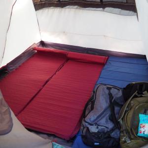 キャンプでマットを膨らませることに疲れた大人たちへ
