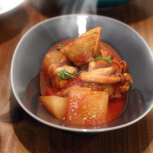 チキンと大根のトマト煮