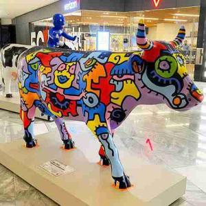 カウパレード CowParade ニューヨークの人気ショッピングスポットに楽しいデザインの牛の像が登場!