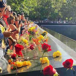 ニューヨーク 20周年目の9月11日 深夜まで一日中大賑わいの911メモリアル ワールドトレードセンター