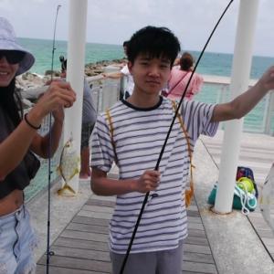 マイアミで魚釣り!Fishing at the pier in Miami Beach.