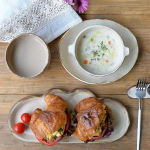 コッペパン皿とクロワッサンサンド