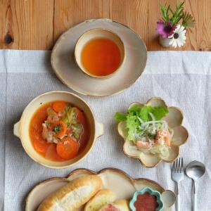 コッペパン皿とトマトシチュー