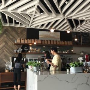 お気に入りのカフェへ。