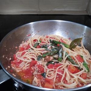 トマト缶で、本格トマトパスタ & 恐怖のドライブのお供(=^・・^=)