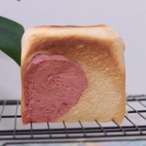 2種類のイチゴ食パン♡(=^・・^=)
