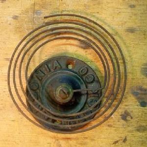 柱時計のボンボンなる部分を使ってカード立てを作る