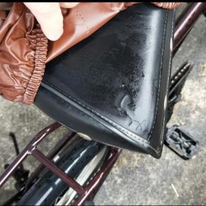 【買って良かった物紹介】自転車のサドルに穴が開いて雨で濡れる。その対策商品