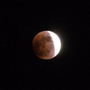 皆既月食リアルタイム5赤い月登場