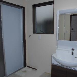 洗面・洗濯・トイレを1室にまとめてコストダウン