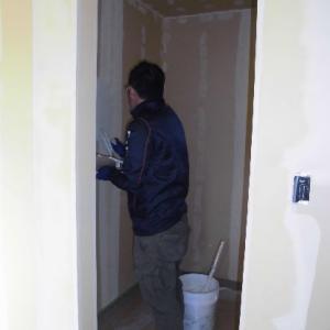 健康にも良い漆喰を自分で塗る家