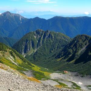 秋晴れの穂高連峰を行く一泊二日のテント旅! 2日目:大キレットを越えて奥穂高岳へ!