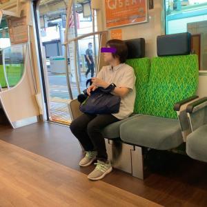 電車に乗った瞬間、冷や汗が出た。