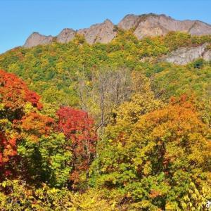 「八剣山」の紅葉を撮りました ♪