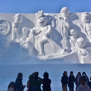 「サザエさん一家とウィンタースポーツ in sapporo」の雪像です ♪