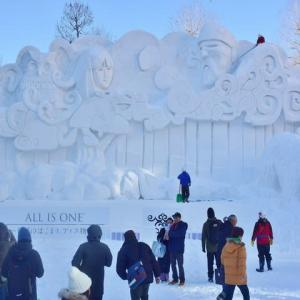 「ALL IS ONE™ ~世界のはじまり、アイヌ物語~」の雪像です ♪