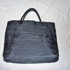 コロナウィルスが 飛んでいるので「バッグ」を作りました ♪