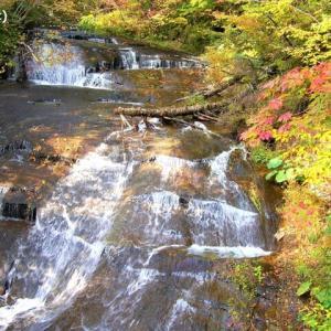 北海道の紅葉 第12弾 「ラルマナイの滝」です ♪