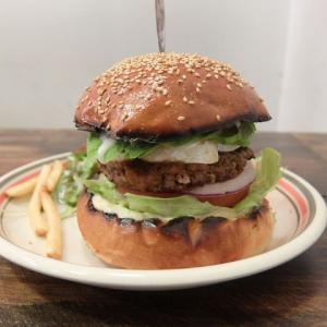 ランチバーガー+アボ+カマンベール/MEIHOKU Burger(伏見)