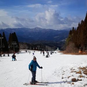 1/4(土)雪不足が深刻、鷲ヶ岳スキー場へ