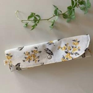 内布をモスイエローに変えて♪Gold mimosaの縦型マスクケース ☆彡