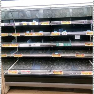 小池知事が今週末の外出自粛要請を出したから、スーパーにはもうないも無いよ、、パニックにさせないで