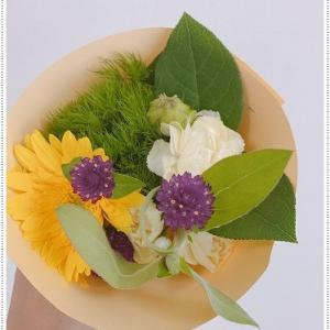 9月15日、寅の日・金運の象徴。大きな出費があったので、イエローのお花を買って飾ります。