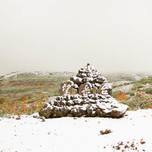 美瑛◆十勝岳望岳台 紅葉と雪景色と道しるべ 【2】