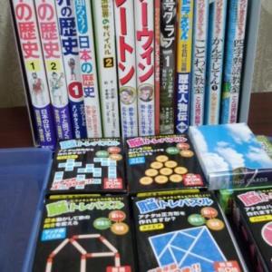 教室ではこんな本やパズルを…