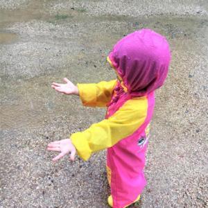 雨の日でも子供は大喜び