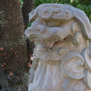 港を挟んで向かい合う神社(西叶神社)