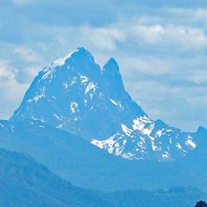 旅行ガイド記事公開のお知らせと フレンチ・ピレネーの山の超望遠写真など
